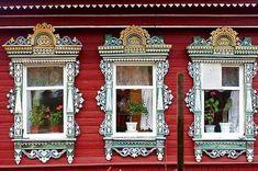 Великолепные фотографии рубленных российских изб с изумительным деревянным кружевом наличников