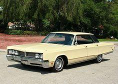 1967 Chrysler Newport Hardtop - Pristine Classic Cars For Sale 1960s Cars, Retro Cars, Vintage Cars, Chrysler Convertible, American Classic Cars, American Pride, Chrysler Newport, Chrysler New Yorker, Chrysler Cars