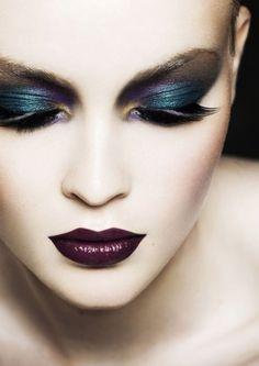 Lila-Lippen Augenschminke-Ideen kräftig-dunkel helle Haut