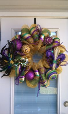 Mardi Gras - Going to try and make a wreath like this.  MELISSA, this is your pin!!!