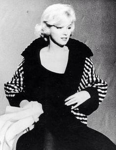 Marilyn Monroe in costume tests for Let's Make Love, Marilyn Monroe Poster, Norma Jean Marilyn Monroe, Marilyn Monroe Photos, Richard Avedon, Marilyn Film, Yves Montand, Lets Make Love, Actor Studio, Gentlemen Prefer Blondes
