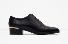 O preto invade a Zara http://shoecommittee.com/blog/2015/8/2/o-preto-invade-a-zara