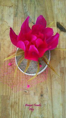#Amayatocados #flor, #florplumas #tocadopequeño #hair #tull #tullplumeti #bridal #plumaavestruz #dorado #complementos, #chic, #boda, #fiesta, #moda #invitadaperfecta #flor #lino #accesorios #wedding #andalucia #artesania #novia #tocado , #pequeñotesoro , #madrina , #buganvilla #colororo