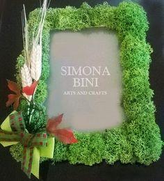 Cornice con licheni e spighe Grapevine Wreath, Grape Vines, Frames, Arts And Crafts, Wreaths, Garden, Plants, Handmade, Home Decor
