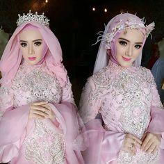 Model hijab kiri or kanan ? Wedding Poses, Wedding Photoshoot, Sister Wedding, Dream Wedding, Gaun Dress, Wedding Hijab Styles, Hijab Style Dress, Muslim Brides, Bridesmaid Dresses