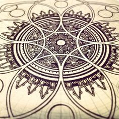 Mandala tattoo with excellent use of negative space. Mandala Art, Mandala Doodle, Mandala Drawing, Mandala Tattoo, Mandala Design, Doodle Art, Zentangle Drawings, Zentangle Patterns, Art Drawings
