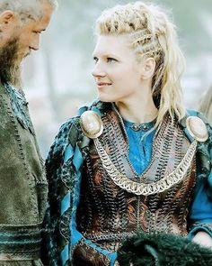 Katheryn Winnick as Lagertha in Vikings Ragnar Lothbrok, Lagertha Vikings, Vikings Show, Vikings Tv Series, Vikings Season, Cheveux Lagertha, Lagertha Hair, Costume Lagertha, Viking Braids