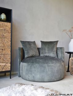 Grote ronde Fauteuil Cosy in groene velours stof - Woonwinkel Alle Pilat Grote ronde Fauteuil Cosy in groene velours stof - Woonwinkel Alle Pilat Bedroom Inspo, Home Bedroom, Happy New Home, Furniture Sofa Set, Bedroom Seating, Metal Dining Chairs, House Inside, Dream Rooms, New Room