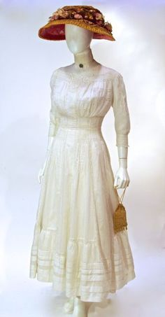 Dress, white cotton lace insert, unlabelled, c. 1900s Fashion, Edwardian Fashion, Vintage Fashion, Historical Costume, Historical Clothing, Mode Vintage, Vintage Tops, Edwardian Dress, Edwardian Era