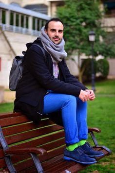 Pantalones azules y sudadera tigre