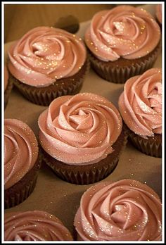 peach and gold rose cup cakes... I would use silver instead