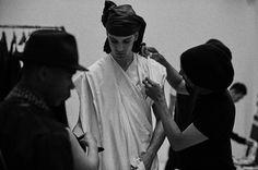 「ユリウスが変わる」16年春夏パリコレで見せたプリミティブな現代服   Fashionsnap.com