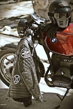All the bad ass Cafe Racer Rocker stuff in this pic. Bmw Cafe Racer, Cafe Racer Motorcycle, Motorcycle Leather, Motorcycle Style, Motorcycle Outfit, Cafe Racers, Cafe Moto, Classic Motorcycle, Motorcycle Jackets