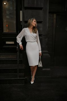 Office look Loose sleeved blouse with cream pencil skirt and white heels Trendy Dresses, Nice Dresses, Dresses With Sleeves, Formal Dresses, Casual Dresses, Casual Bags, Work Dresses, Sexy Dresses, Casual Outfits