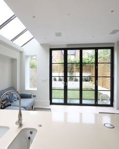 Sieger Architektursystems are the first choice for architects, builders, developers and discerning individuals looking for a modern and high-performance solution for their aluminium windows and doors. French Doors Patio, Patio Doors, House Extension Design, House Design, Kitchen Glass Doors, External Bifold Doors, Aluminium Windows And Doors, Window Styles, Folding Doors