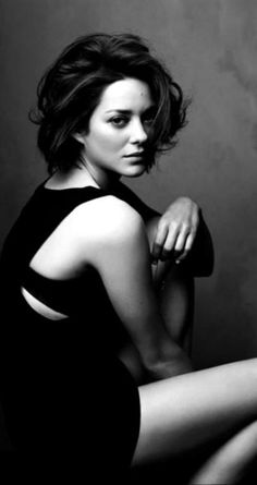 Marion Cotillard, New York City, 2009 Christie's Hollywood Icons Peter Lindbergh, Pretty People, Beautiful People, Portrait Photography, Fashion Photography, Monochrome Photography, White Photography, Isabelle Adjani, Susan Sontag
