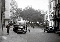 Imágenes del viejo Madrid. Calle San Agustín, plaza de las Cortes. 1945.