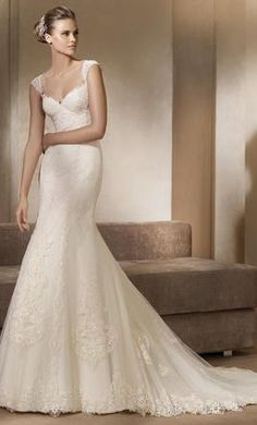Pronovias Adela: buy this dress for a fraction of the salon price on PreOwnedWeddingDresses.com