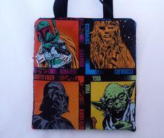 ***PRONTA ENTREGA***  Gosta de Star Wars? Então você encontrou a bolsa perfeita!  Confeccionada em tecido importado 100% algodão, estruturada com manta acrílica, forro interno em nylon dublado (tornando a bolsa semi impermeável). Fecha com zíper.  A foto mostra exatamente a bolsa.  Dimensões aproximadas: 34cm (largura) x 37cm (altura) Alça com 48cm R$68,00
