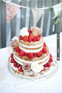 strawberry wedding cake | VIA #WEDDINGPINS.NET