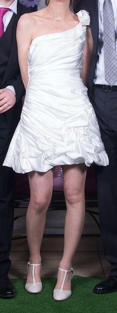 Robe de mariée courte sur mesure et chaussures d'occasion en 2013