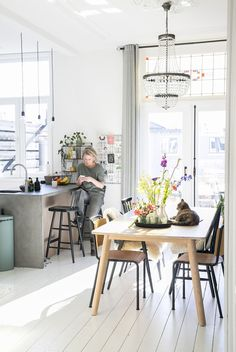 Scandinavian # house # full # vintage # and # historical # elements # of # Mirella # – # INTERIOR # JUNKIE - Einrichtungsstil Scandinavian House, Home Living Room, Interior Design Living Room, Home Remodel Costs, Home Kitchens, Rustic Kitchens, Room Inspiration, Home Remodeling, Diy Home Decor