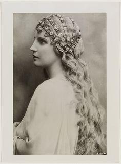 Kirsten Flagstad as Elsa in Lohengrin, ca. 1938 / NBC Artists Service   Flickr - Photo Sharing!