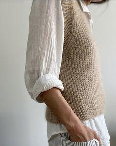 Crochet Shoes, Crochet Clothes, Knit Crochet, Sweater Knitting Patterns, Crochet Patterns, Knitting Designs, Drops Alpaca, October Fashion, Knit Vest