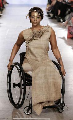 Fashion Week in New York: Abseits von Idealmaßen: viel Aufsehen und Beifall für die Models von FTL-Moda (Bild: APA/EPA/JASON SZENES)