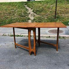 Bendt Winge - Klaffebord 1. Det smale i teak. #bendtwinge#teak#retro 145cm langt. 90cm dypt. 74cm høyt. Selges