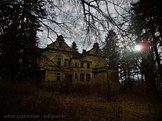 """opuštěný dětský domov, v tomto opuštěném sídle smutku jako bys v zádech cítil páry osamocených a vyčítavých dětských očí... / abandoned children's home """"Rose"""" (2014)"""