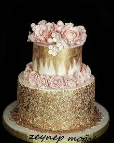 Söz ve nişan pastası Pretty Cakes, Beautiful Cakes, Amazing Cakes, Metallic Wedding Cakes, Elegant Wedding Cakes, Peach Wedding Theme, Gold Cake, Fashion Cakes, Dream Cake