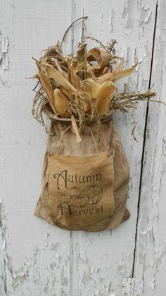 Gourds, corn cobs and corn shucks are favorites in my fall decor! Primitive Autumn, Primitive Crafts, Primitive Christmas, Cowboy Christmas, Primitive Snowmen, Country Primitive, Country Christmas, Harvest Time, Fall Harvest