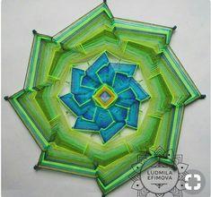 Weaving Art, Loom Weaving, God's Eye Craft, Elefante Hindu, Gods Eye, Floor Art, Magic Circle, Fabric Yarn, Yarn Projects