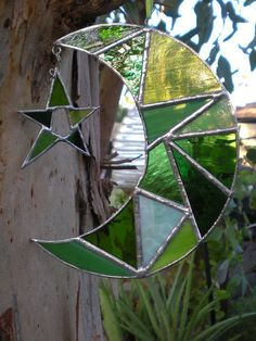 Stained Glass Moon with Star - Green - Suncatcher Stained Glass Designs, Stained Glass Panels, Stained Glass Projects, Stained Glass Patterns, Leaded Glass, Stained Glass Art, Mosaic Art, Mosaic Glass, Fused Glass
