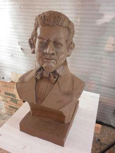 Busto de Don Miguel Hidalgo y Costilla por Jesús Cristóbal Flores Carmona para la SMGE