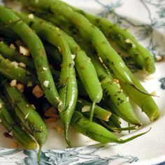 Green Beans with Toasted Almond Gremolata - Cooking Light recipe for steamed green beans with restaurant-caliber topping Green Beans With Almonds, Lemon Green Beans, Steamed Green Beans, Steamed Vegetables, Veggies, Health Benefits Of Almonds, Great Recipes, Healthy Recipes, Salads