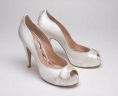 52ab5083f53 Foto de Zapatos de Novia  I Love You Aruna Seth!