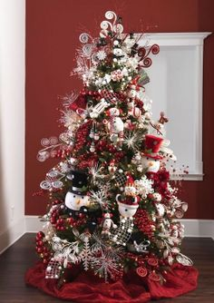 Christmas tree ideas.  love the full look with santas instead of snowmen.