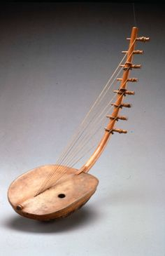 Arpa, a stringed instrument from Uganda  (photo by Sogettimigranti, flickr creative commons)