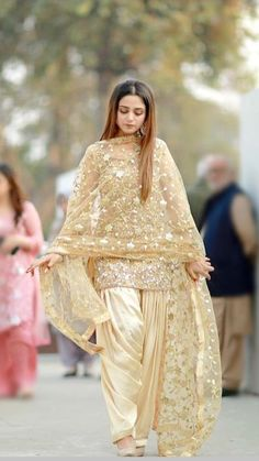 Terrific Photographs Aaima Baig Wearing Pakistani Wedding Dress at her Sister's Nikah Concepts Beautiful Wedding Dresses ! The existing wedding dresses 2019 includes a dozen various dresses in th Pakistani Fashion Party Wear, Indian Fashion Dresses, Pakistani Dresses Casual, Pakistani Wedding Outfits, Indian Gowns Dresses, Dress Indian Style, Pakistani Bridal Dresses, Pakistani Dress Design, Indian Outfits