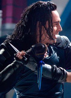 Tom Hiddleston as Loki in Thor: Ragnarok. Full size image (UHQ): https://i.imgur.com/BROIL6j.jpg Source: http://ew.com/movies/2017/08/14/thor-ragnarok-valkyrie-loki-fight/