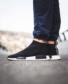 First look on the adidas by unitedarrowandsons Primeknit! Best Sneakers, Air Max Sneakers, Sneakers Fashion, Fashion Shoes, Sneakers Nike, Mens Fashion, Runway Fashion, Adidas Nmd, Adidas Shoes
