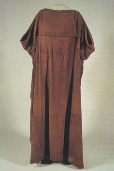 Woolen peplos type garment from a bog at Huldremose in Denmark, now in the National Museum of Denmark.  2nd century BCE.