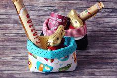 Osterkörbe aus Stoff selber nähen und mit Süßigkeiten voll machen