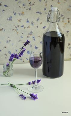 Limoncello, Kraut, Red Wine, Healthy Lifestyle, Glass Vase, Alcoholic Drinks, Recipies, Cooking Recipes, Purple