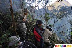 Tim SAR Advance saat menuju ke lokasi jatuhnya pesawat Sukhoi Superjet 100 di Gunung Salak, Bogor, Jumat (11/5).