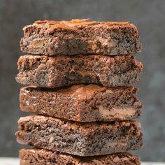 Flourless Keto Brownies (Paleo, Vegan, Nut Free)- Easy flourless keto brownies recipe- Fudgy, dairy-free and secretly low carb and sugar free! Keto Brownies, Keto Fudge, Protein Brownies, Caramel Brownies, Coconut Flour, Almond Flour, Oat Flour, Keto Recipes, Dessert Recipes