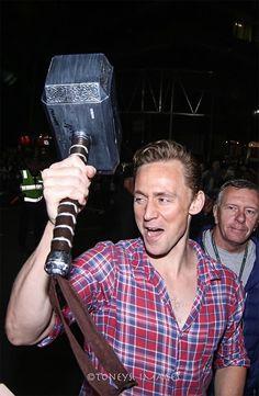 """""""The smile with hammer!! Tom Hiddleston(Loki) on #ThorRagnarok"""" Click here for full resolution: http://ww4.sinaimg.cn/large/6e14d388gw1f77jl03s89j20u00vy0wc.jpg Source: https://www.instagram.com/p/BJksXoUjKJH/"""