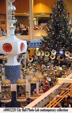 Midtown Mall at Christmas time. Rochester Homes, Rochester New York, I Love Ny, Upstate New York, Childhood Memories, Childhood Toys, Solar Lights, Christmas Time, Nostalgia